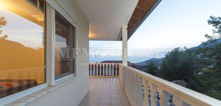 Villa for Sale in Alanya with Sea, Castle and Nature Views